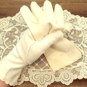 Handmade 1950s Vintage Ladies Gloves